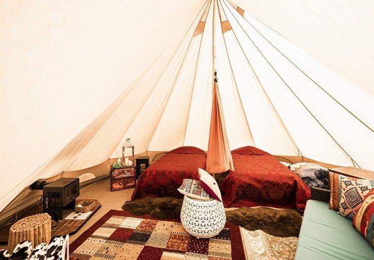 グランピングリゾートフェーリエンドルフのテント客室の室内