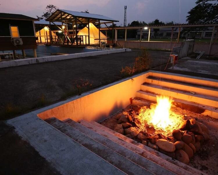 昭和ふるさと村の焚火スペース