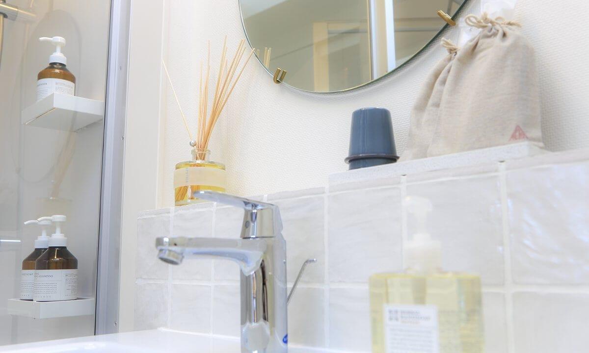 TENT一宮グランピングリゾートの客室の洗面台
