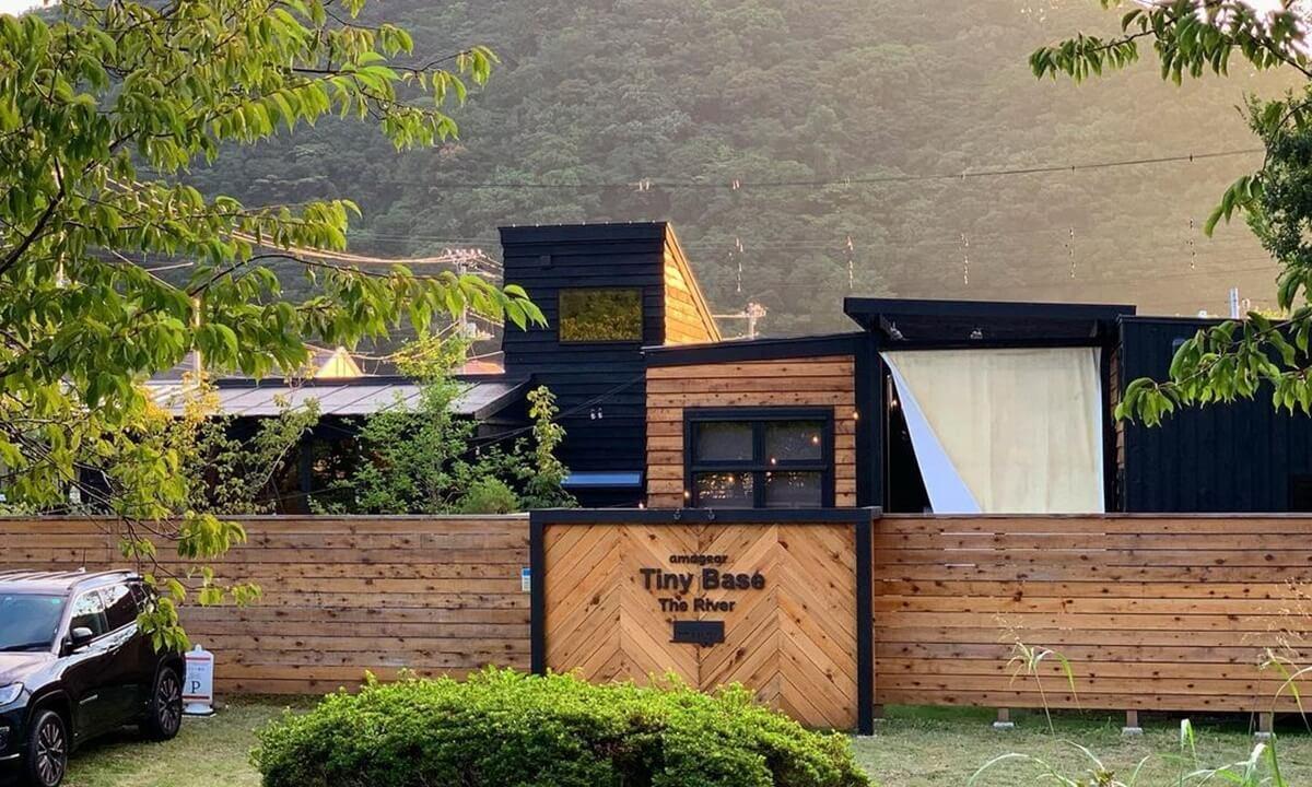 静岡県おすすめグランピング施設 Tiny Base | タイニーベース正面玄関写真