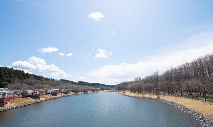 関東のおすすめグランピング施設「道の駅たかねざわ Takanezawa Trailers BASE」の全体写真