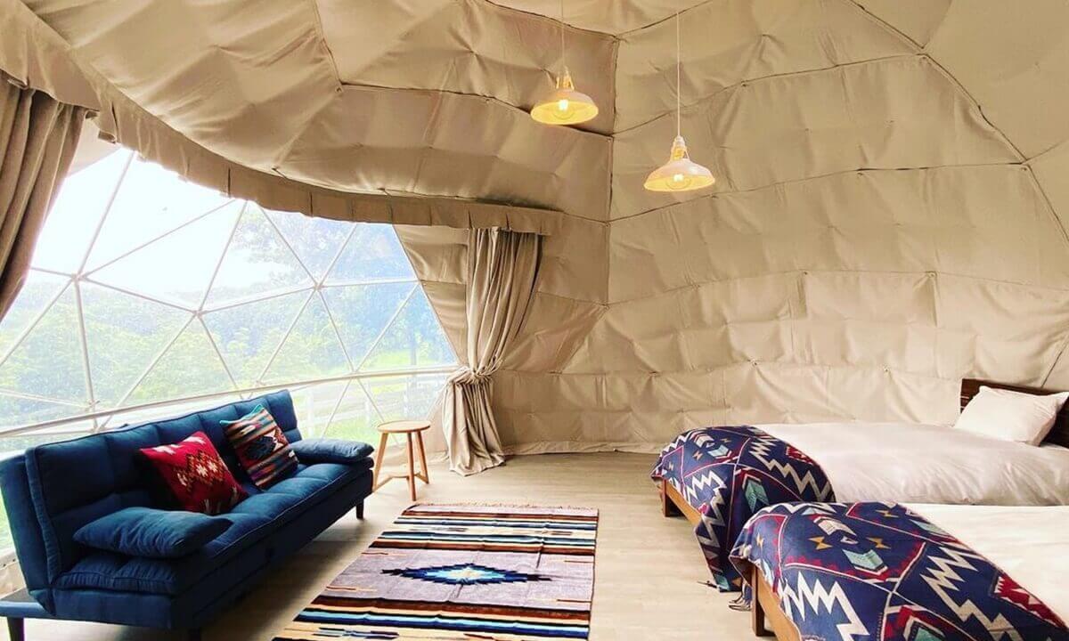 芳賀ファーム&グランピングの客室の内装