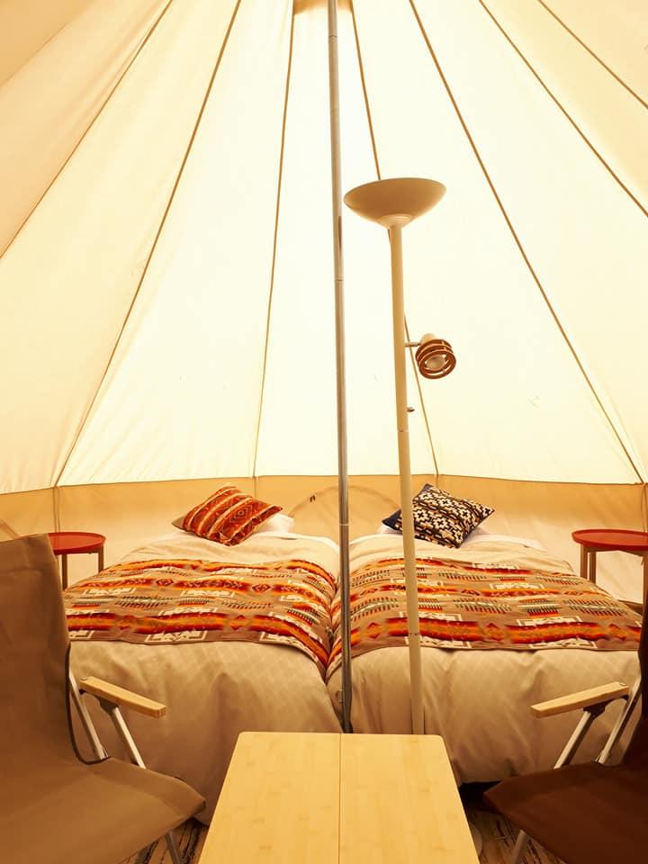 びらとり温泉~ゆから~のテント客室のインテリア