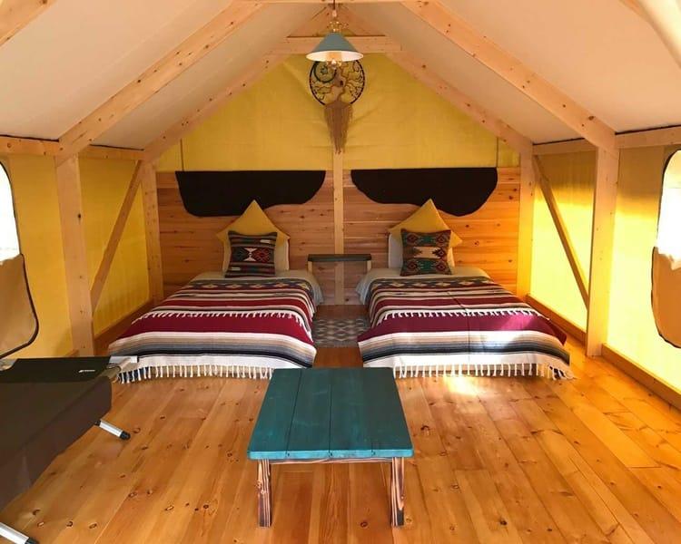 PAWS GROUNDのテント客室の内装