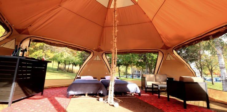 ログ ホテル メープルロッジのテント客室(室内)