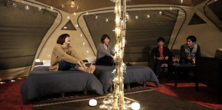 ログ ホテル メープルロッジの客室の室内(夜)