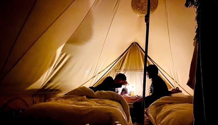 夜のノーラ名栗のテント客室